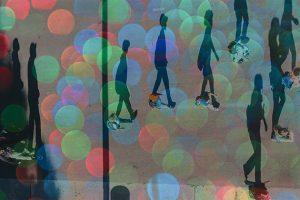 Schatten von Menschen. Foto: Tom Barrett, Parker Johnson /unsplash