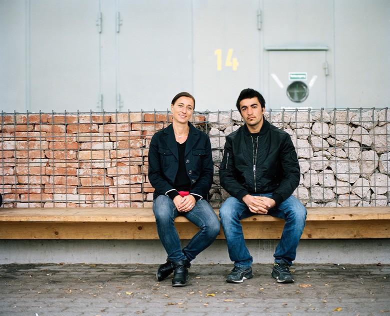Foto von Quirin Leppert. Claudia begleitet Sayed bei seinen vielen Arztbesuchen.