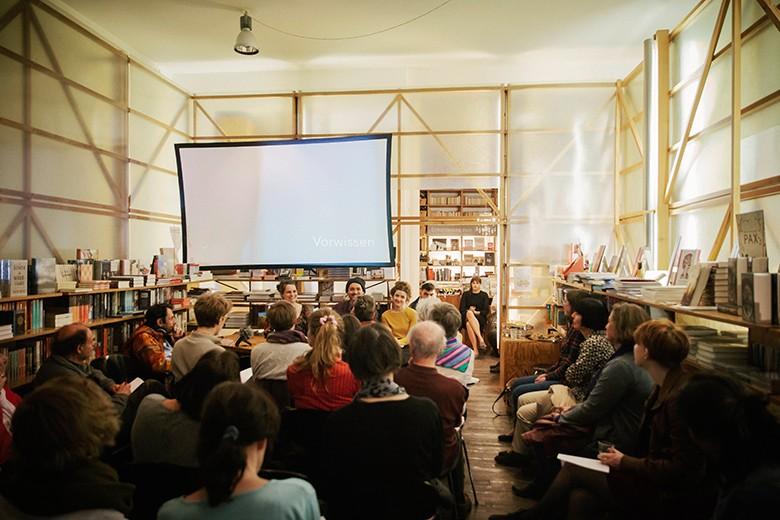 Bild der Projektvorstellung bei Literatur Moths in München. Foto: Verena Kathrein