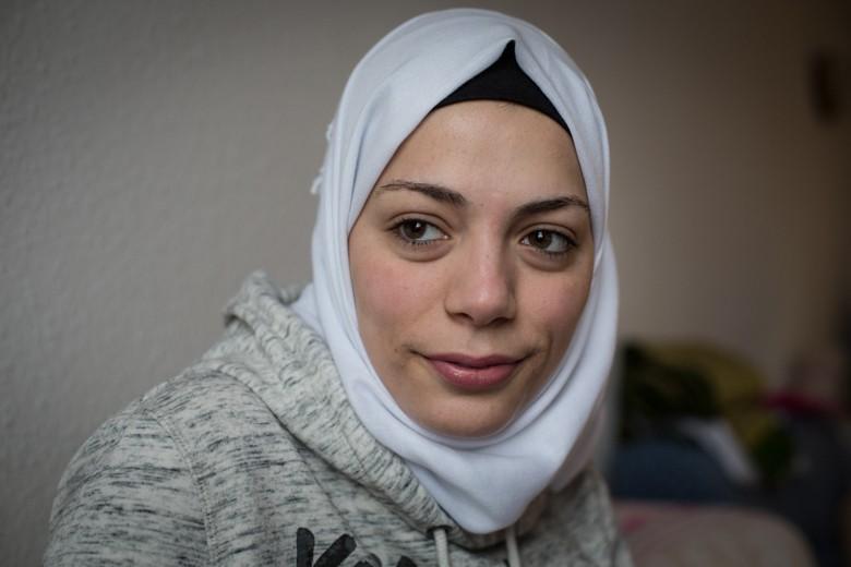 Bild von Ruaa Abu Rashed (17), die in Deutschland die Chance auf ein Medizinstudium hat, die ihr in Damaskus wegen des Krieges verwehrt war.