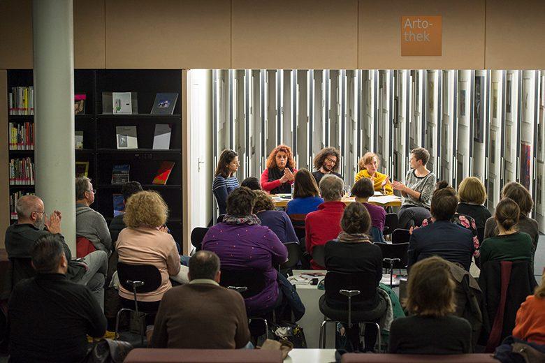 Bild von der Lesung mit Lama Al Haddad, Rasha Habbal, Ramy Al-Asheq, Nora Bossong und Lea Schneider in der Berliner Amerika-Gedenkbibkothek. Foto: Alexander Janetzk