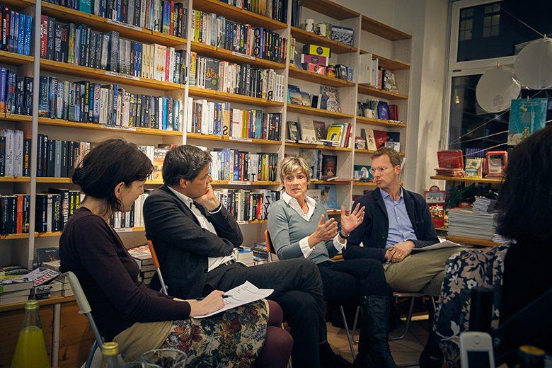 Gesprächrunde bei Buch in der Au. Foto: Johannes Gerblinger