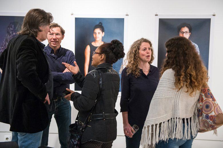 Heike Steinweg (2. v. l.) im Gespräch. Foto: Alexander Janetzko