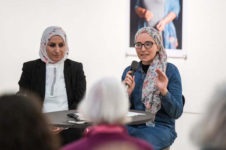 Hend Al Rawi und Arwa Almoadhen. Foto: Alexander Janetzko