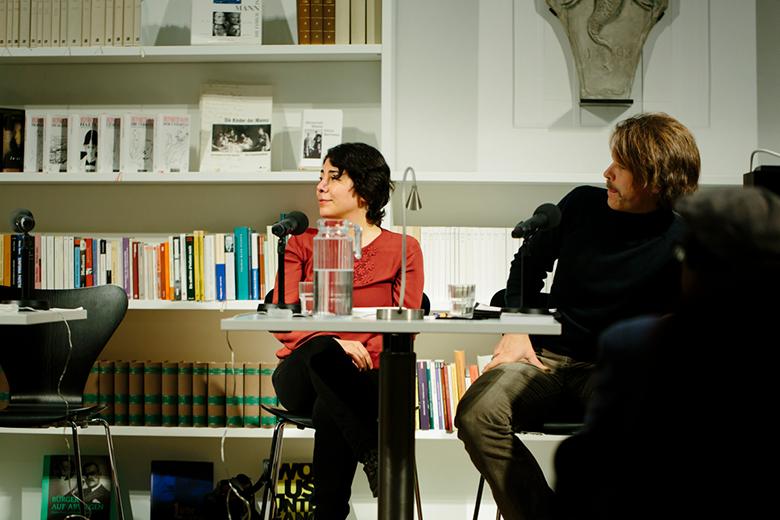 Ayeda Alavie hält durch die Sprache und Literatur Kontakt zu ihrer Heimat Teheran
