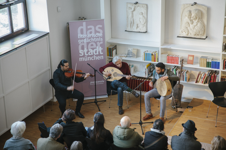 Die Band jisr (Die Brücke) begleitete das Programm – (v.l.n.r.) Ehab Abou Fakher, Roman Bunka, Mohcine Ramdan.