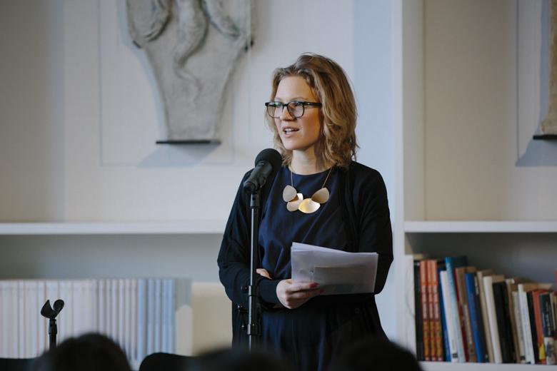Lisa-Katharina Förster hieß Teilnehmer und Publikum in der Monacensia willkommen.