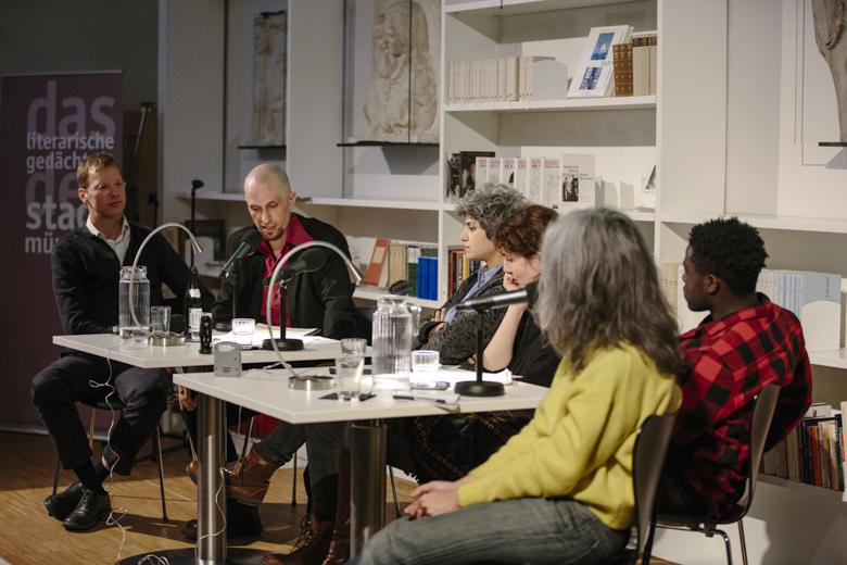 Die letze Runde bildeten Denijen Pauljević (l.), im Gespräch mit Andi Unger, Rania Mleihi (m.), vorgestellt von Katja Huber und James Tugume (r.), eingeführt von Sandra Hoffmann.