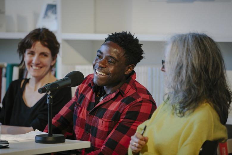 Der Autor aus Uganda, James Tugume, ist seit 3 Jahren in Deutschland.