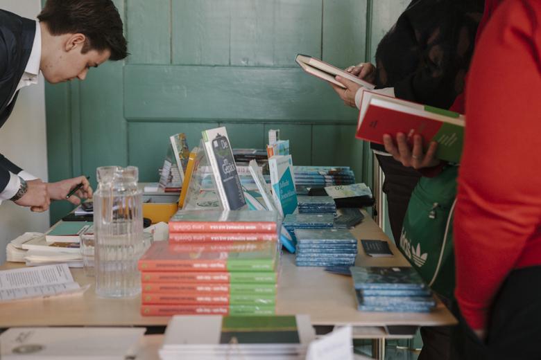 Die Bücher waren vor Ort zu kaufen.