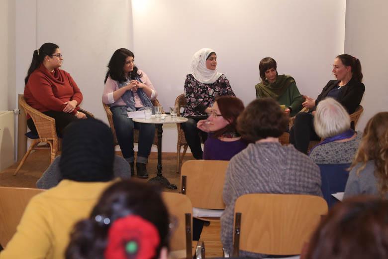 (von links) Dalin Mohamed, Rania al-Masri, Hend Aldamen, Tahera Ameer und Juliane Zellmer.